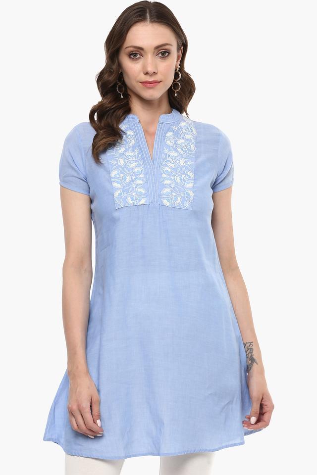 Womens Mandarin Neck Embroidered Kurta