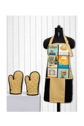 SWAYAM Printed Kitchen Aprons And Potholders Set Of 3