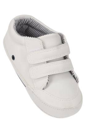 4d1c31da1558 Get Upto 50% Off On Boys Shoes   Slippers Online