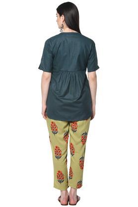 Womens Mandarin Collar Slub Kurta and Pants Set
