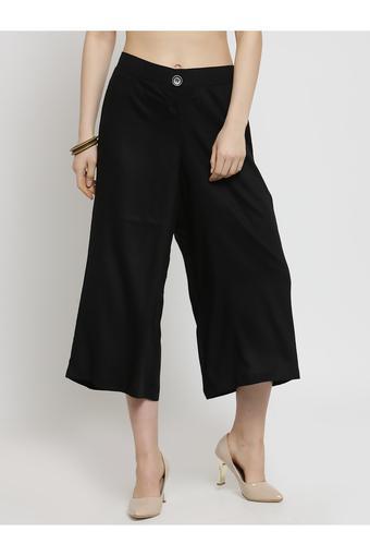 VARANGA -  BlackCapris & Shorts - Main