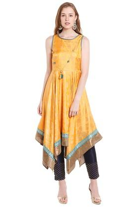 FUSION BEATS Womens Round Neck Self Print Kurta
