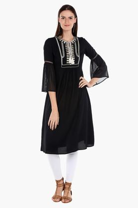 FUSION BEATS Womens Embroidered Casual Kurta - 202974790