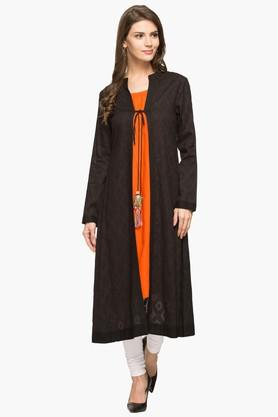 IMARA Womens Mandarin Neck Self Pattern Kurta With Shrug