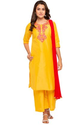 KASHISH Womens Round Neck Embroidered Kurta And Palazzo Set