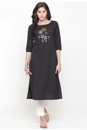 VARANGA Women Embroidered Kurta With Pants