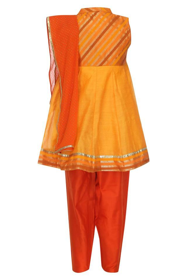 Girls Mandarin Collar Embroidered Salwar Suit