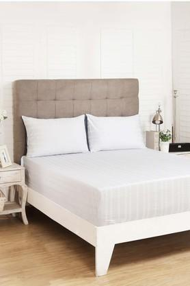 Dainty Striped King Bedsheet with 2 Pillow Covers
