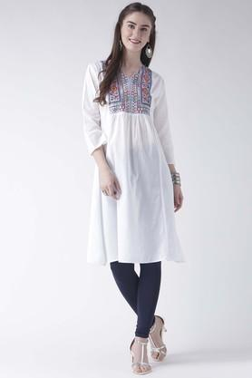 FUSION BEATS Womens Notched Neck Embroidered Kurta