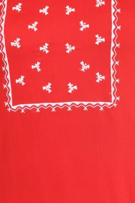 Womens Round Neck Embroidered Kurta