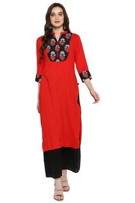 JUNIPERWomens Red Printed Long Kurta With Hakoba Pant