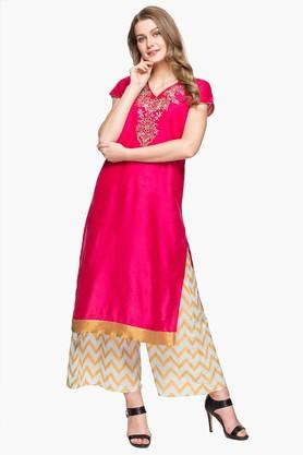 KASHISH Womens V Neck Embroidered Kurta