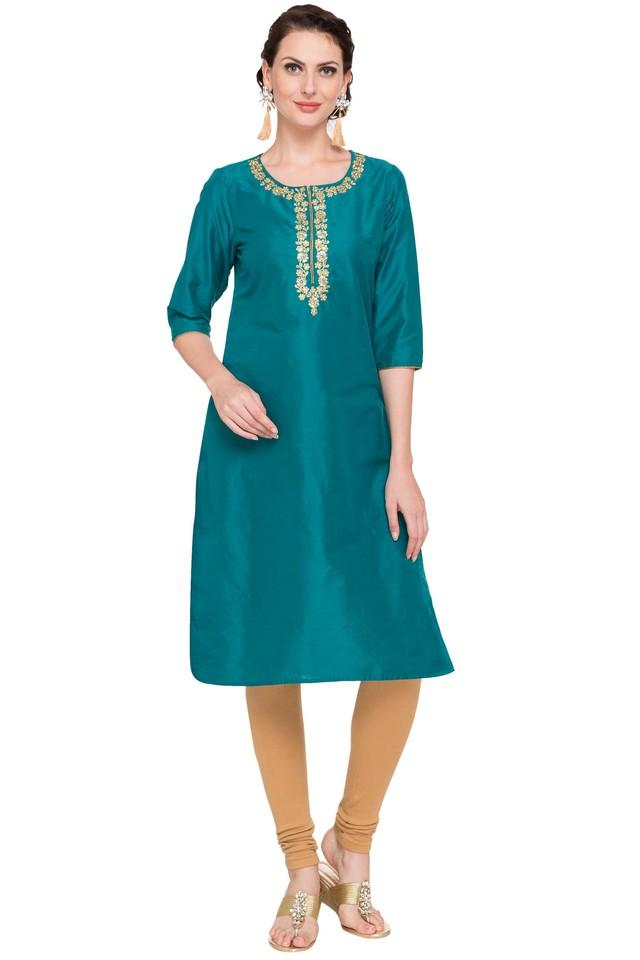 Women Round Neck Embroidered Kurta