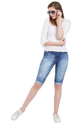 Womens 5 Pocket Distressed Capris