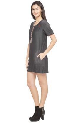 Womens Notched Frayed Slub Short Dress