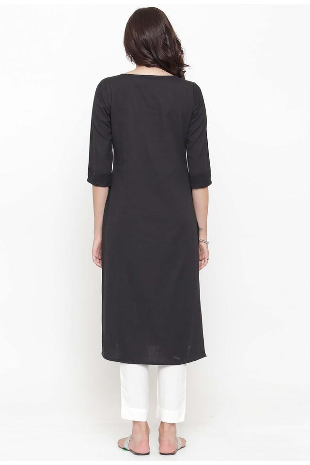 Women embroidered kurta with pants