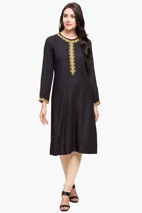 STOP Womens Round Neck Solid Embroidered Kurta