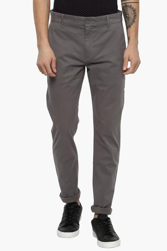 260b2549a32 Buy LEVIS Mens Slim Tapered Fit 4 Pocket Solid Chinos (512) | Shoppers Stop
