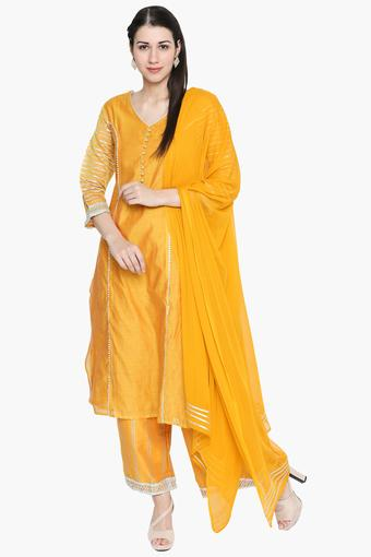 58d441595b7 Buy IMARA Womens V-Neck Lace Kurta