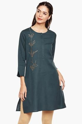 ARAH Women Placement Embroidery Round Neck Kurta