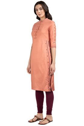 Womens Mandarin Collar Slub Embroidered Kurta