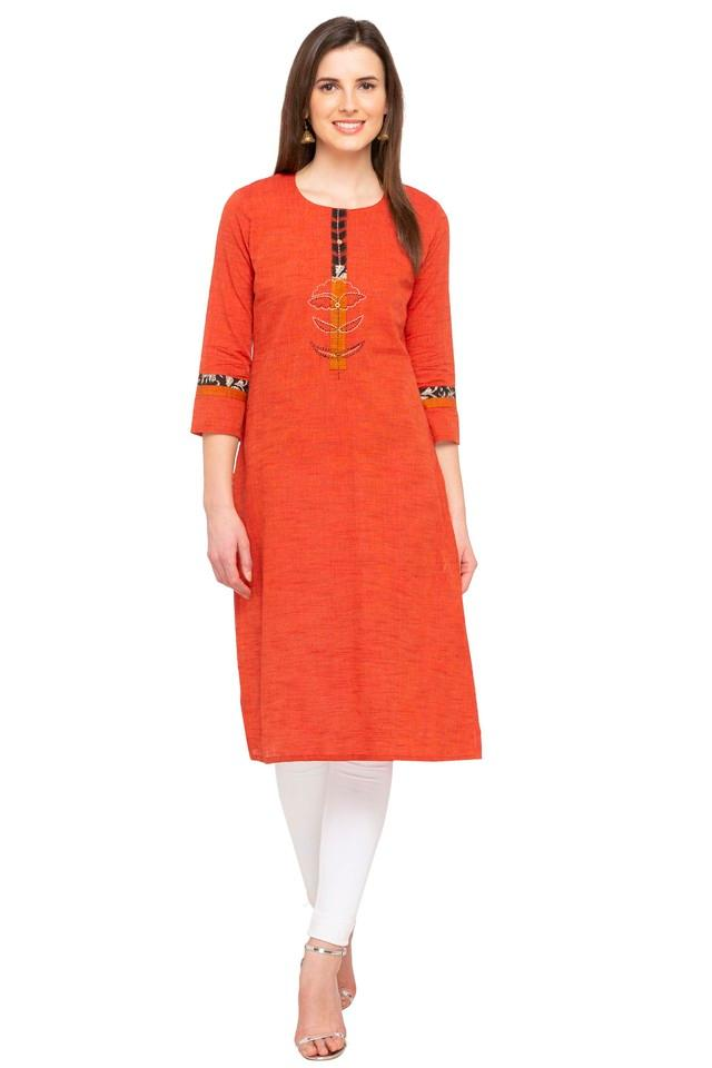 Womens Round Neck Slub Embroidered Kurta
