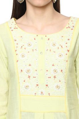 Womens Round Neck Slub Embroidered Churidar Suit