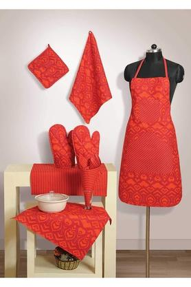 SWAYAM Printed Apron With Pot Holder, Oven Mitts And Napkins Combo