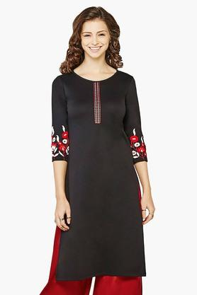 GLOBAL DESI Womens Embroidered Sleeves Kurta