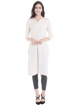 FUSION BEATS Womens Notched Neck Solid Kurta