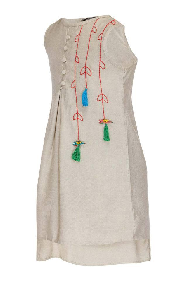 Girls Round Neck Embroidered Kurta