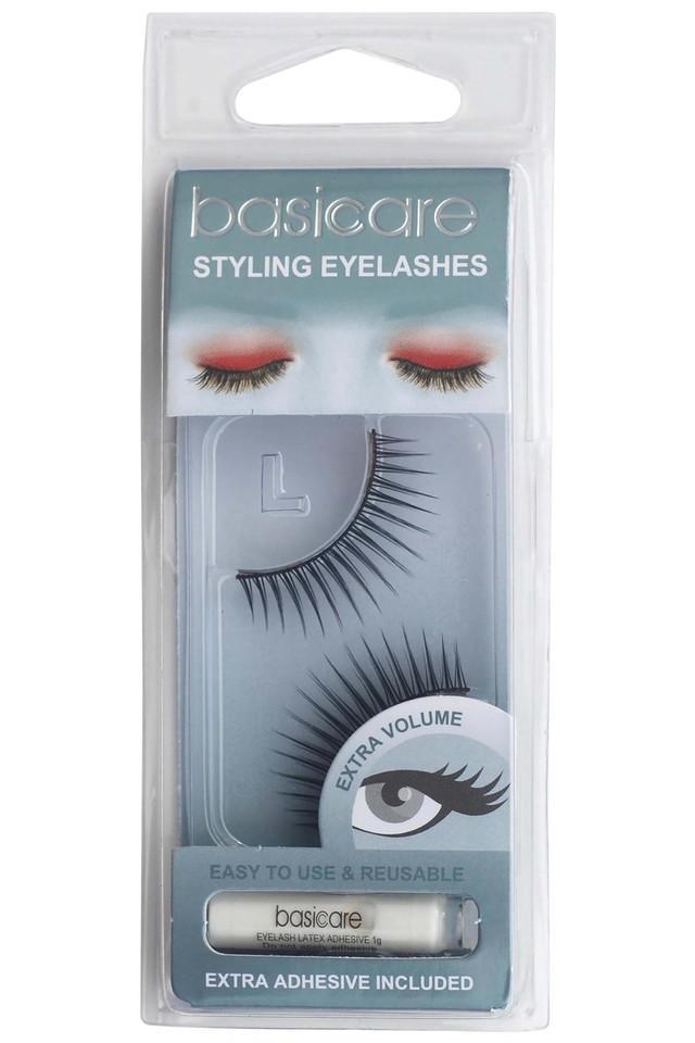 Styling Eyelashes