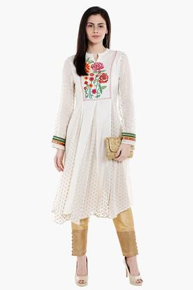 FUSION BEATS Womens Mandarin Neck Embroidered Kurta