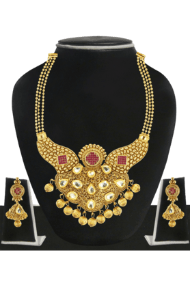 ZAVERI PEARLS Womens Gold Plated Kundan Necklace Set