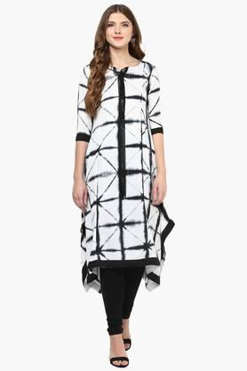 FUSION BEATS Womens Notched Neck Printed Kurta