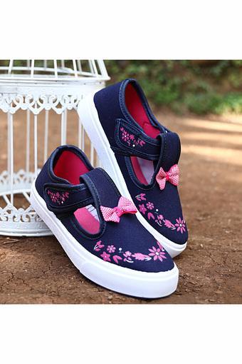 marca famosa gama exclusiva calidad y cantidad asegurada Girls Casual Wear Velcro Closure Sneakers