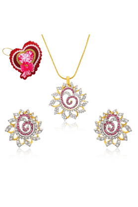 MAHI Mahi Valentine GiftLove Pink Dahlia Flower Pendant Set Made With Swarovski Elements With Heart Shaped Card For Women NL5104129GPinWhiCd