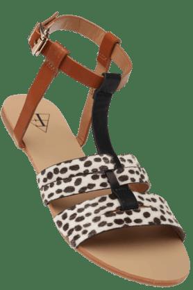 FLAUNTWomens Buckle Closure Animal Print Upper Toe Flat Sandal