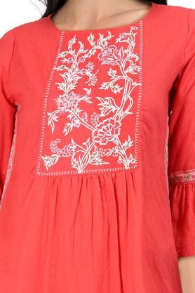Womens Round Neck Solid Embroidered Kurta