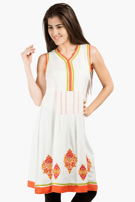 FUSION BEATS Womens Slim Fit Solid Kurta
