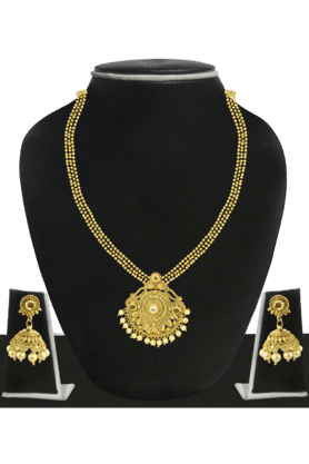 ZAVERI PEARLSWomens Gold Plated Pearl Necklace Set