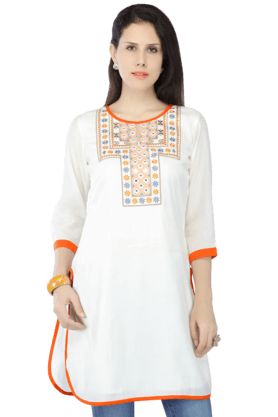 HAUTE CURRY Women Cotton Embroidered Kurta