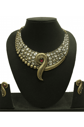ZAVERI PEARLS Necklace Set