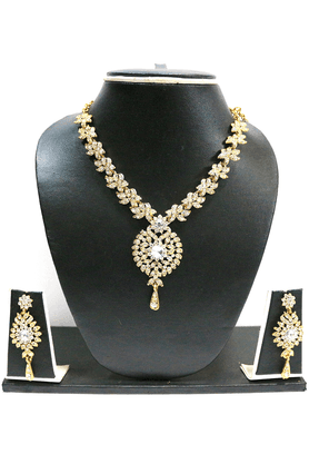 ZAVERI PEARLS Designer BOUTIQUE LOOK Dailywear NECKLACE SET BY - ZPFK1546