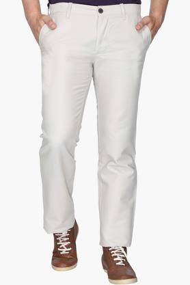 INDIAN TERRAIN Mens Regular Fit 5 Pocket Solid Chinos (Kansas Fit)