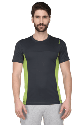 REEBOK Mens Round Neck Short Sleeve Solid T-Shirt (Use Code FB15 To Get 15% Off On Purchase Of Rs.1200)