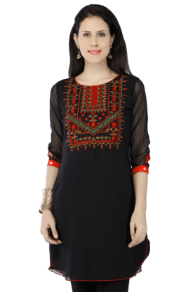 HAUTE CURRY Women Blended Embroidered Kurta