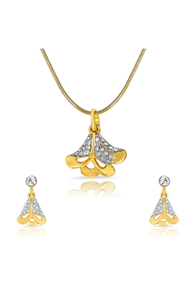 MAHIMahi Gold Plated Exuberant Beauty Pendant Set Of Brass Alloy With Crystal For Women NL1101746G