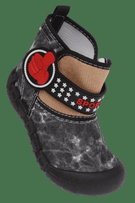 KITTENSBoys Velcro Closure Casual Shoe