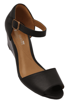 CLARKS Womens Daily Wear Ankle Buckle Closure Wedge Sandal